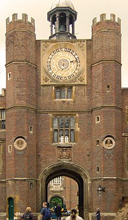 Londen_Hampton_court_gate_house.jpg