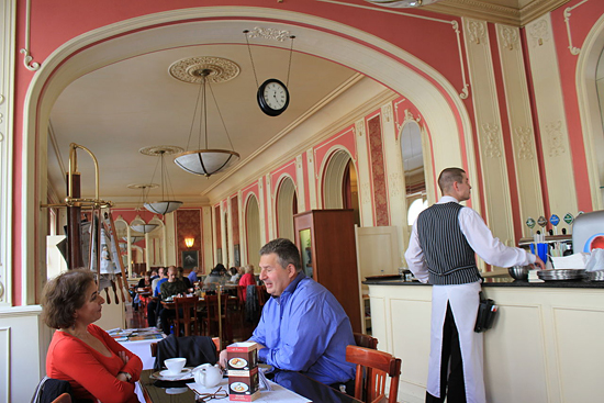 Praag_Cafe_Louvre_Praag.jpg