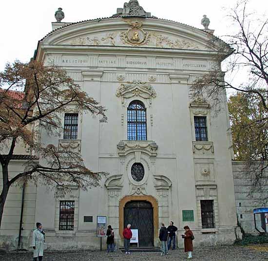 Praag_bibliotheek_strahov_exterior.jpg
