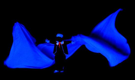 Praag_black_light_theater.jpg
