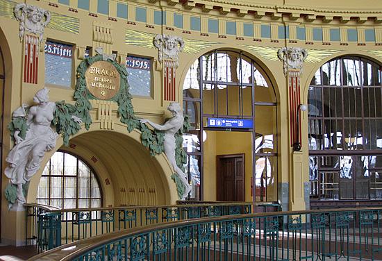Praag_centraal_station_fantova_hal.jpg