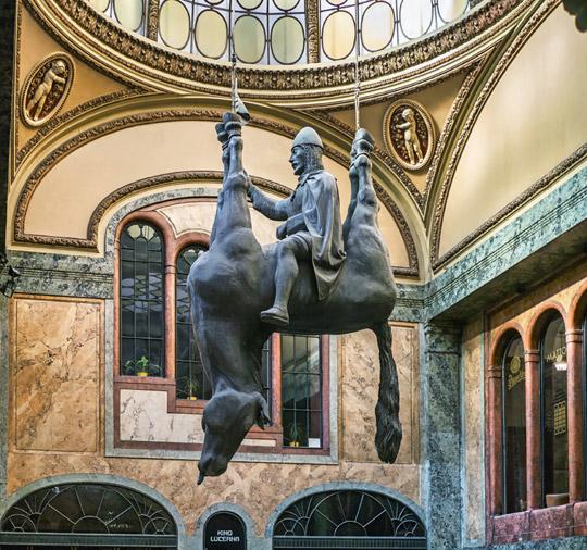 Praag_cerny-paard-Lucerna-2.jpg