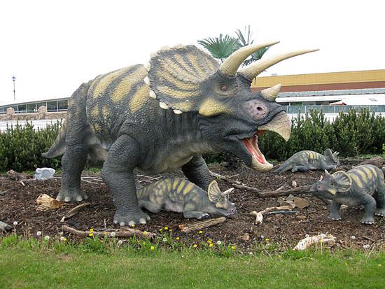 Praag_dinosaurus_harfa_praag_1.jpg