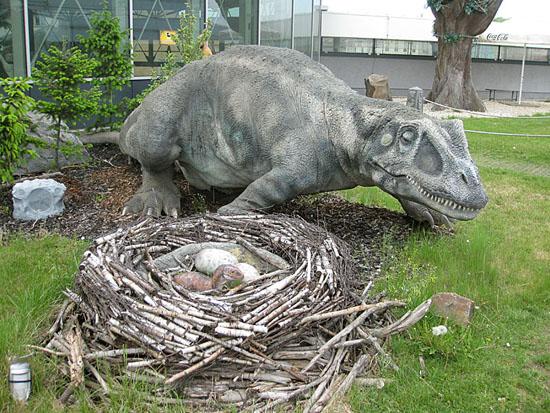 Praag_dinosaurus_harfa_praag_3.jpg