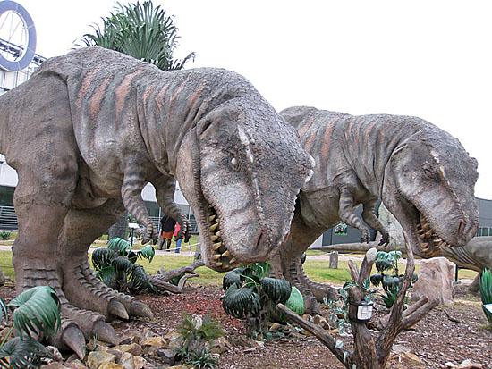 Praag_dinosaurus_harfa_praag_4.jpg