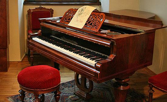 Praag_dvorak_museum_praag_piano.jpg