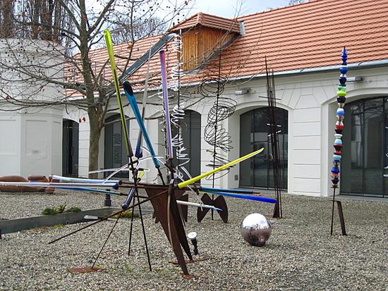 Praag_kampa_museummoderne_kunst_binnenhof.jpg