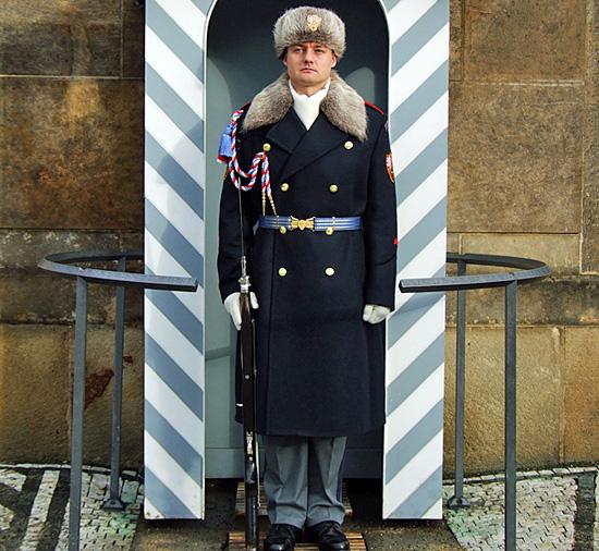 Praag_kasteelwacht_winter_uniform.jpg