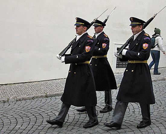 Praag_kasteelwacht_winteruniform.jpg