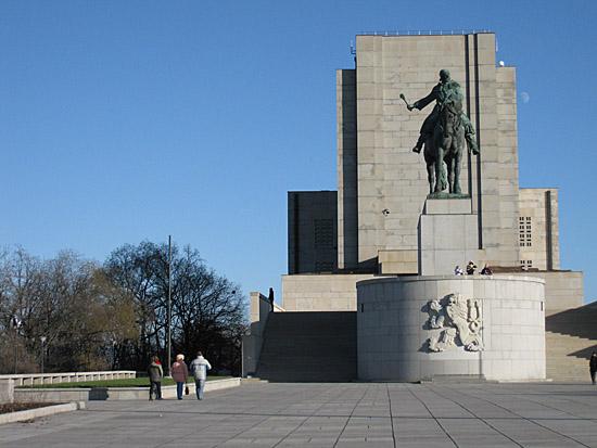Praag_nationaal_monument_ruiterstandbeeld_praag.jpg