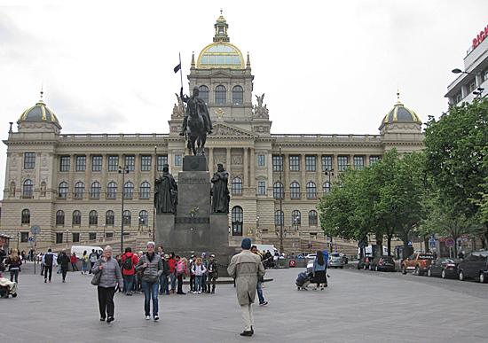 Praag_nationaal_museum_hoofdgebouw.jpg