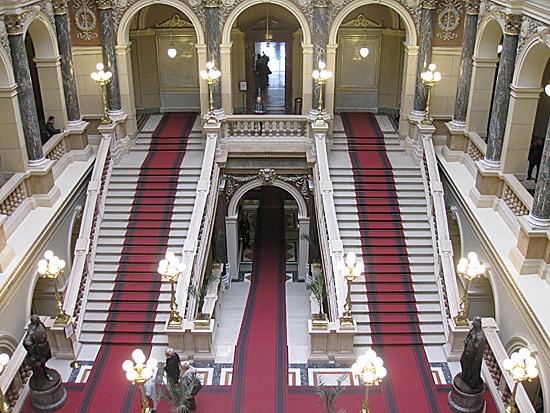Praag_nationaal_museum_trap.jpg