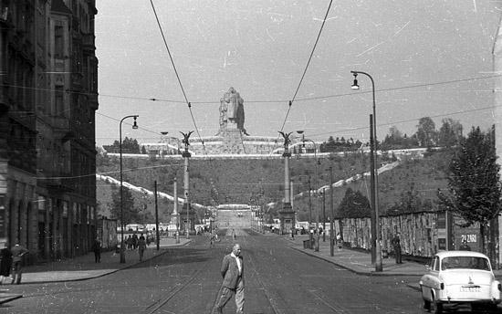 Praag_stalin_monument_vanaf_pariszka.jpg