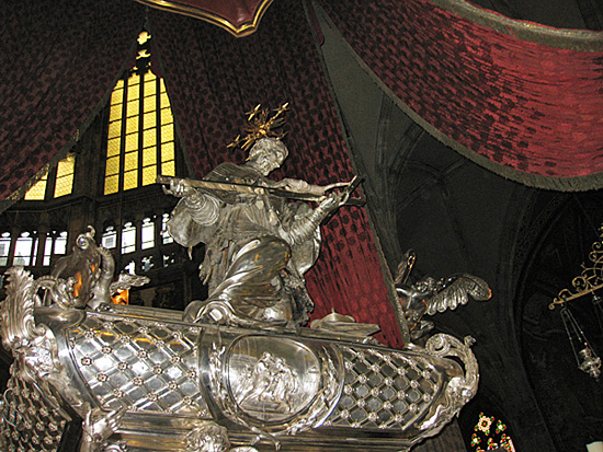 Praag_vitus_kathedraal.jpg