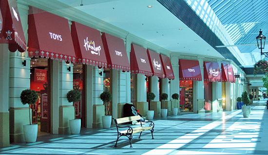 Praag_winkelcentrum_premium_outlet_hamleys.jpg
