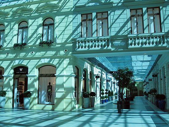 Praag_winkelcentrum_premium_outlet_prague_shopping_street.jpg