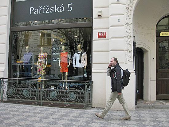 Praag_winkelopeningstijden_parizska.JPG