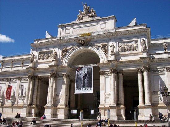 Rome_Palazzo_delle_Esposizioni.jpg