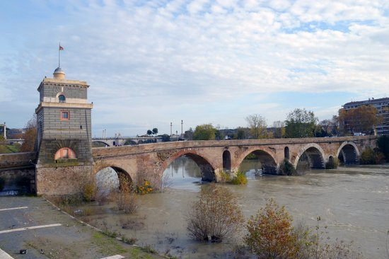 Rome_Ponte_Milvio_HD.jpg