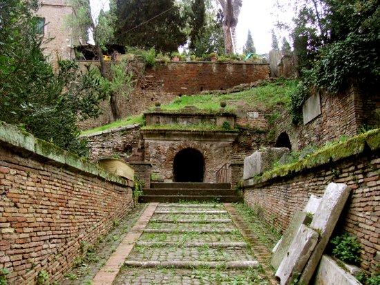 Rome_Sepolcro_degli_Scipioni_001_Entrata.jpg
