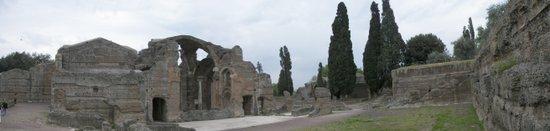 Rome_Villa_Adriana_panoramic.jpg