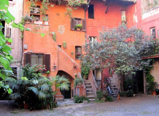 Rome_via-del-pellegrino-arco-acetari