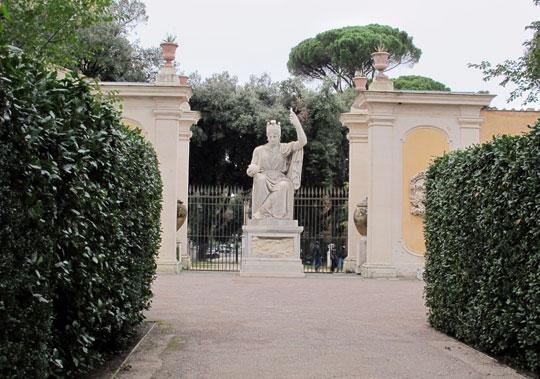Rome_villa_medici_statua_roma