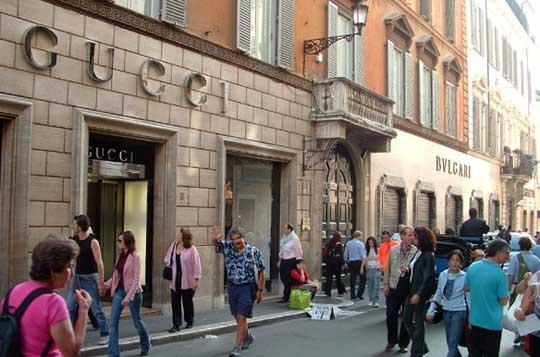Rome_winkelen-ViaDeiCondotti.jpg